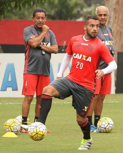 Apesar de insatisfeito, nos treinos Canteros, que é chamado de Tito pelo grupo, brinca muito (Foto: Gilvan de Souza/Flamengo)