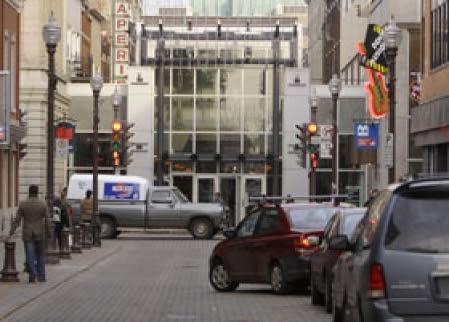 En 1974, on avait fait du centre-ville un gros centre commercial afin de concurrencer les centres commerciaux de la banlieue.