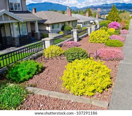 Pictures Of Front Yard Landscape Flowers   Bill House Plans