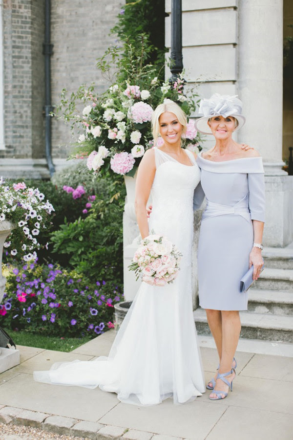 Key Rules of Mother of the Bride Outfit | WeddingElation