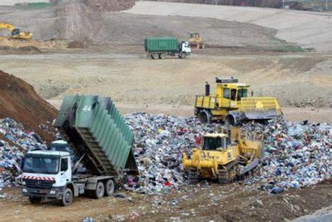 Σκουπίδια: Εκεί που μας χρωστάγανε μας πήραν και το βόδι…