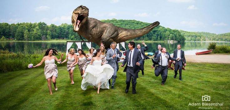 חורים ברשת | תראו מי הצטלם לתמונת החתונה הזו בהשראת פארק היורה