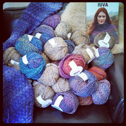 I want to sit here! #yarn #yarnshop #knitting #kniton