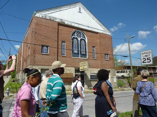 P1060117-2012-03-25-English-Avenue-Historic-Westside-Phoenix-Flies-APC-old-Lindsay-Street-Baptist-Church-full