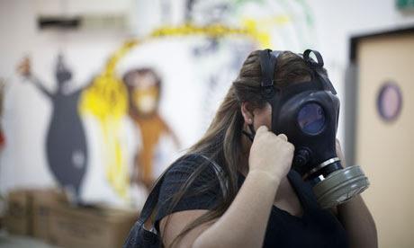 Máscaras de gás são distribuídos em Tel Aviv
