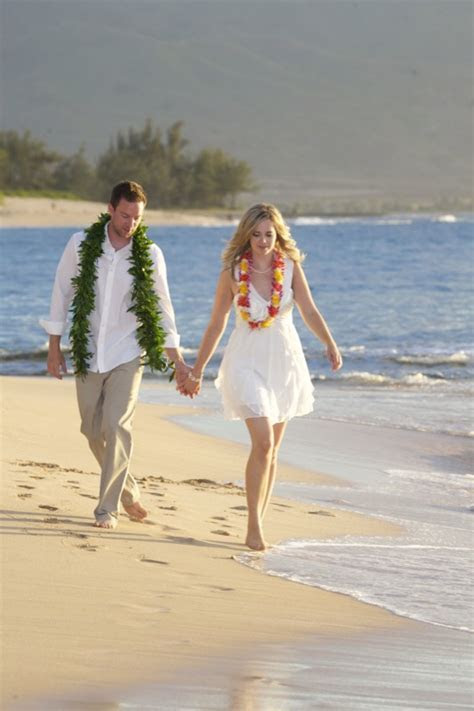 Vow Renewals in Hawaii   Hawaiian Barefoot Weddings