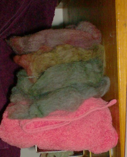 Hand-dyed heathered gray wool food coloring