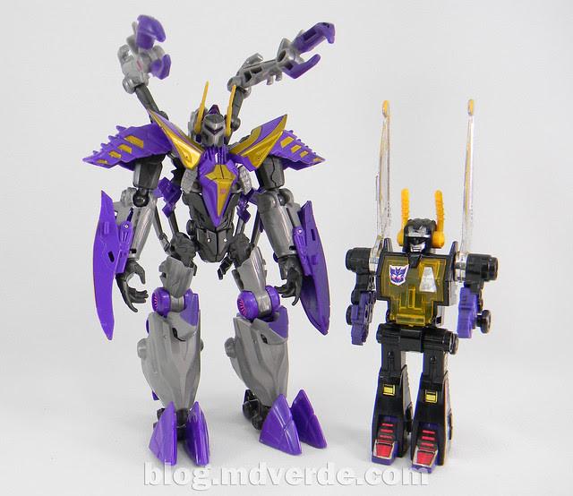 Transformers Kickback Deluxe - Generations Fall of Cybertron - modo robot vs G1