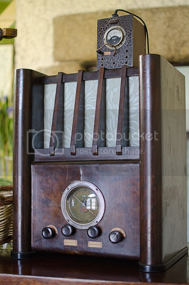 Vintage radio [enlarge]