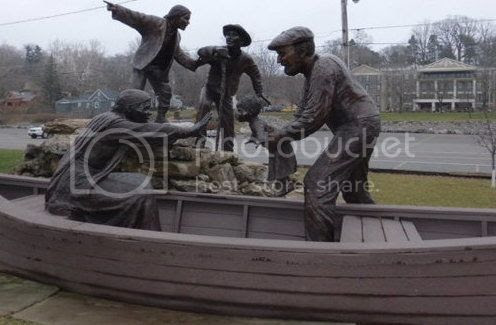 slaves being loaded into a boat headed for freedom in Canada