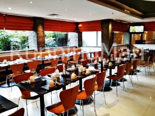 Dynasty Resort 05 - SEN5ES Dining Area