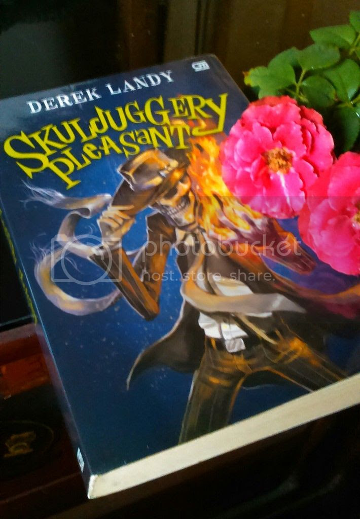 photo skulduggery_pleasant_by_derek_landy_uploaded_by_irabooklover_zpsz12mhdmw.jpg