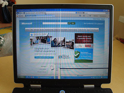 Внешний вид сайта Microsoft.com на сломанном экране ноутбука. Все очень плохо.