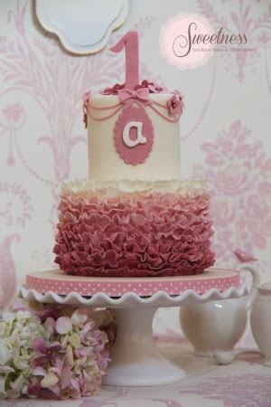 1st Birthday Cakes London   Ruffle Birthday Cakes