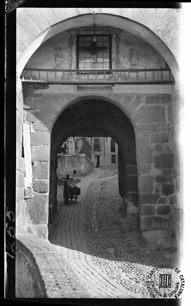 Puerta de Valmardón en 1933. Fotografía de Gonzalo de Reparaz Ruiz. © Institut Cartogràfic de Catalunya