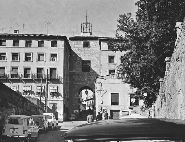 Calle Cervantes y Arco de la Sangre en 1967. Fotografía de John Fyfe