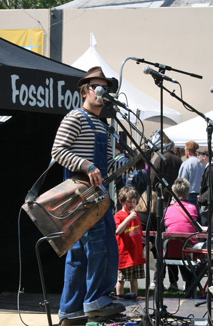 Maker Faire shovel musician