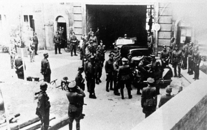 """File:Bundesarchiv Bild 146-1972-109-19A, Berlin, Soldaten und Waffen-SS im """"Bendlerblock"""".jpg"""