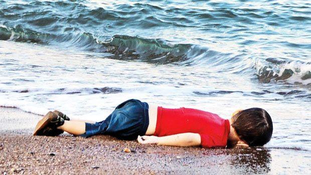 Aylanım sahilde sen değil İnsanlığımız öldü