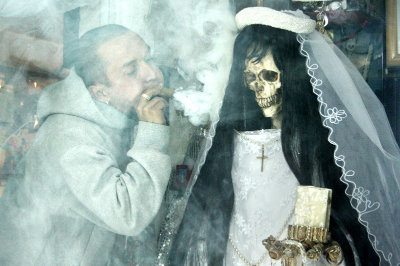 a-la-maquina:  Santísima Muerte  LA SANTA MUERTE — ANGEL OF DEATH The ANGEL OF DEATH makes an appearance in Oasis, Florida. She brings death and revenge for her followers. Come worship her or be ready to die. THE DEAD GAME by Susanne Leist