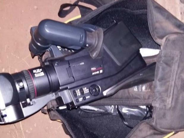 Câmera foi furtada de secretaria na segunda, diz PM (Foto: Espigão Alerta/Reprodução)