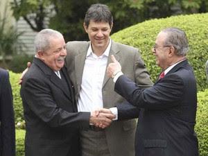 Lula aperta a mão de Maluf durante encontro com Haddad em SP (Foto: Moacyr Lopes Junior/Folhapress)