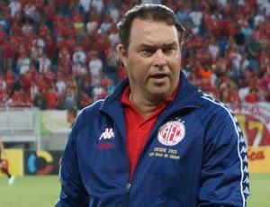 Roberto Fernandes - técnico do América-RN (Foto: Augusto Gomes/GloboEsporte.com)