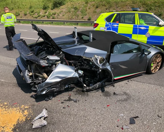 Driver crashes new £200,000 Lamborghini just 20 minutes after picking it up from showroom