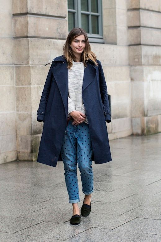 LE FASHION BLOG 3 WAYS ISABEL MARANT POLKA DOT JEANS PARIS FASHION WEEK ANDREEA DIACONU VIA A LOVE IS BLIND MODEL OFF DUTY STYLE INSPIRATION NAVY BLUE OVERSIZED COAT OMBRE HAIR CREAM KNIT SWEATER JEANS SLIP ON BLACK FLATS 3 photo LEFASHIONBLOG3WAYSISABELMARANTPOLKADOTJEANSPARISFASHIONWEEKANDREEADIACONUVIAALOVEISBLIND3.jpg