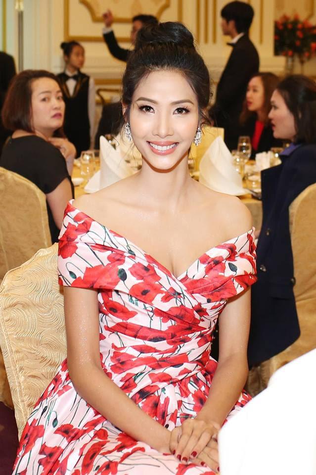 """Kể từ khi dự thi Hoa hậu Hoàn Vũ Việt Nam 2017, Hoàng Thuỳ lột xác hẳn với style """"bánh bèo"""" - Ảnh 13."""