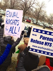 NYSUT supporters protest outside Gov. Cuomo's New Year's