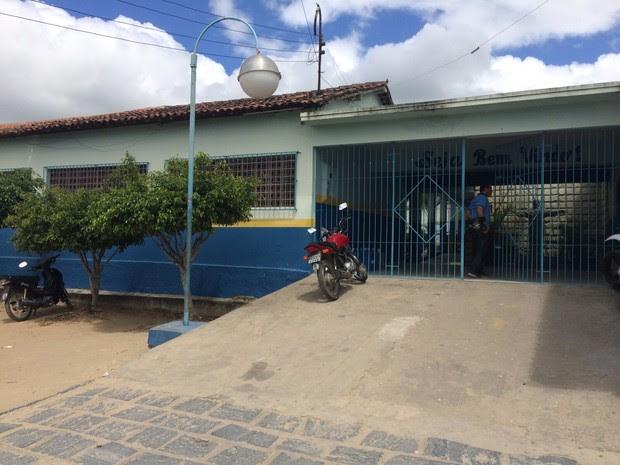 Escola Municipal Agripino de Almeida, em Santa Maria do Cambucá (Foto: Anderson Melo/ TV Asa Branca)