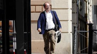 Iceta, arribant aquest dimecres a la seu del PSOE al carrer Ferraz (EFE)