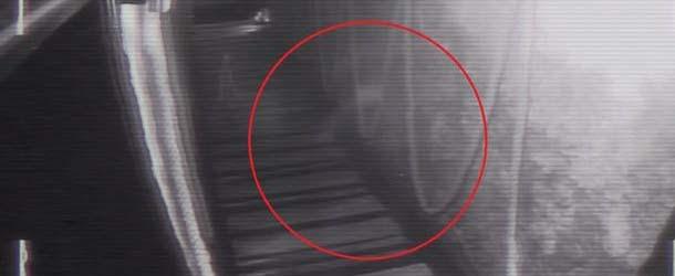 Cámaras de seguridad de un bar británico graban una aterradora figura fantasmal