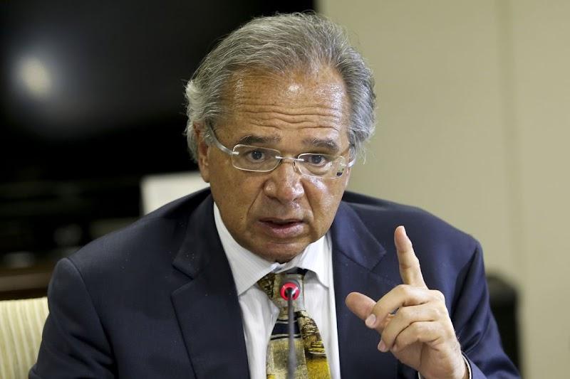 """Paulo Guedes destaca ritmo de crescimento do país e mira longo trabalho no governo: """"vamos trabalhar os quatro anos, e se o presidente for reeleito, os oito anos"""""""