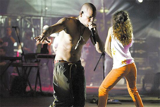 Residente em show do Calle 13 em Caracas, em julho