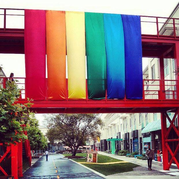 Sede em Menlo Park, na Califórnia, do Facebook, que liberou mudança nas configurações para que usuários definam gênero além do masculino e feminino. (Foto: Reprodução/Facebook)