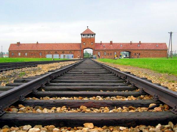 File:Auschwitz-birkenau-main track.jpg