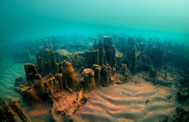 """Chaminés encantadas subaquáticas"" encontradas no Lago de Van."