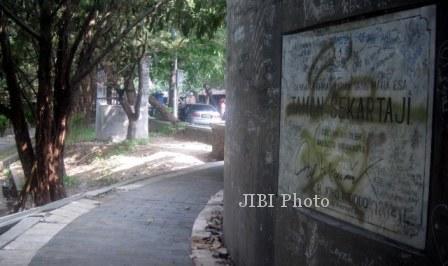 Vandalisme-di-Taman-Sekartaji.jpg (448×266)