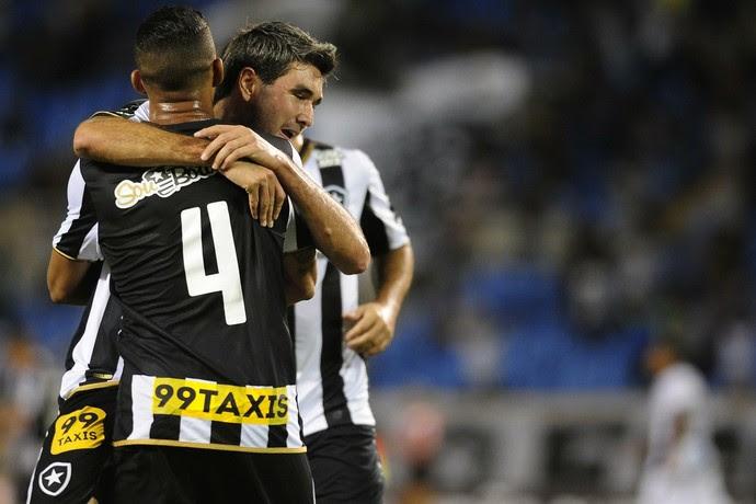 Botafogo x ABC - Comemoração Navarro (Foto: Dhavid Normando / Agência Estado)