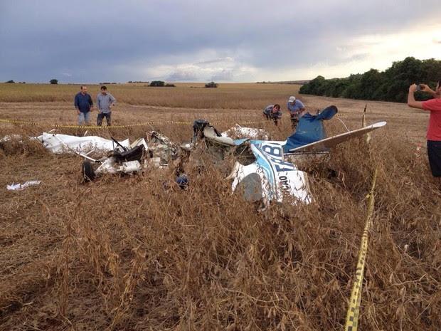 Ainda não se sabe o que causou e como foi a queda da aeronave. (Foto: Marco Martins/RPC)