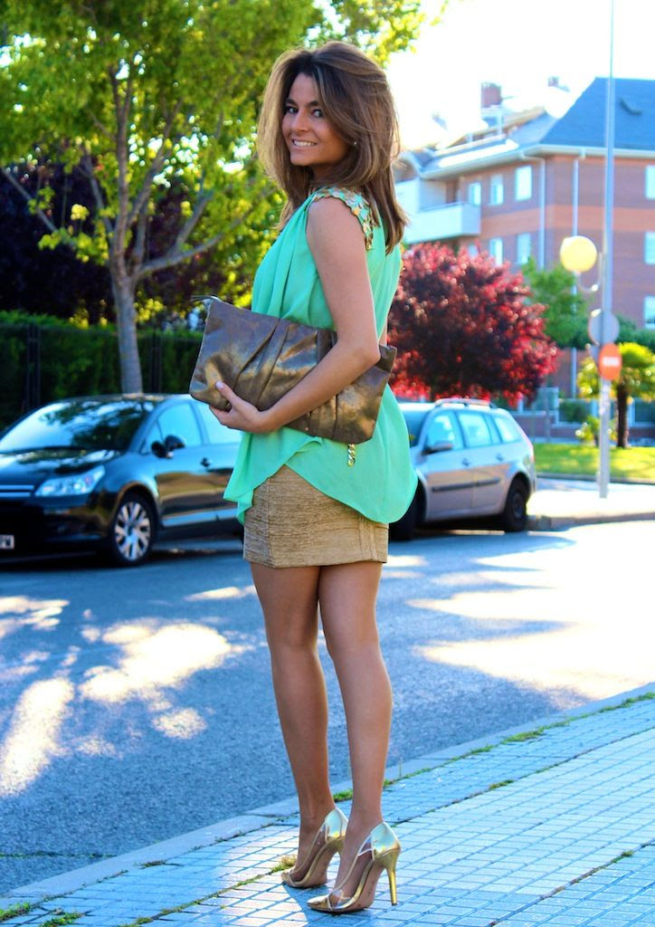 Fashion and Style Blog / Blog de Moda . Post: Gold and Green / Dorado y verde .More pictures on/ Más fotos en : http://www.ohmylooks.com/?p=23135 .Llevo/ I wear: Blouse/Blusa : Oh My Looks Shop (info@ohmylooks.com) ; Belt / Cinturón : Uterqüe (New collection) ; Bag / Bolso : Accessorize (old) ; Shoes / Zapatos : Jessica Simpson