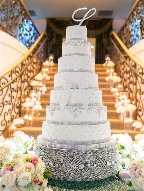 Wedding Cake Displays: Sparkling Crystal Cake Stands