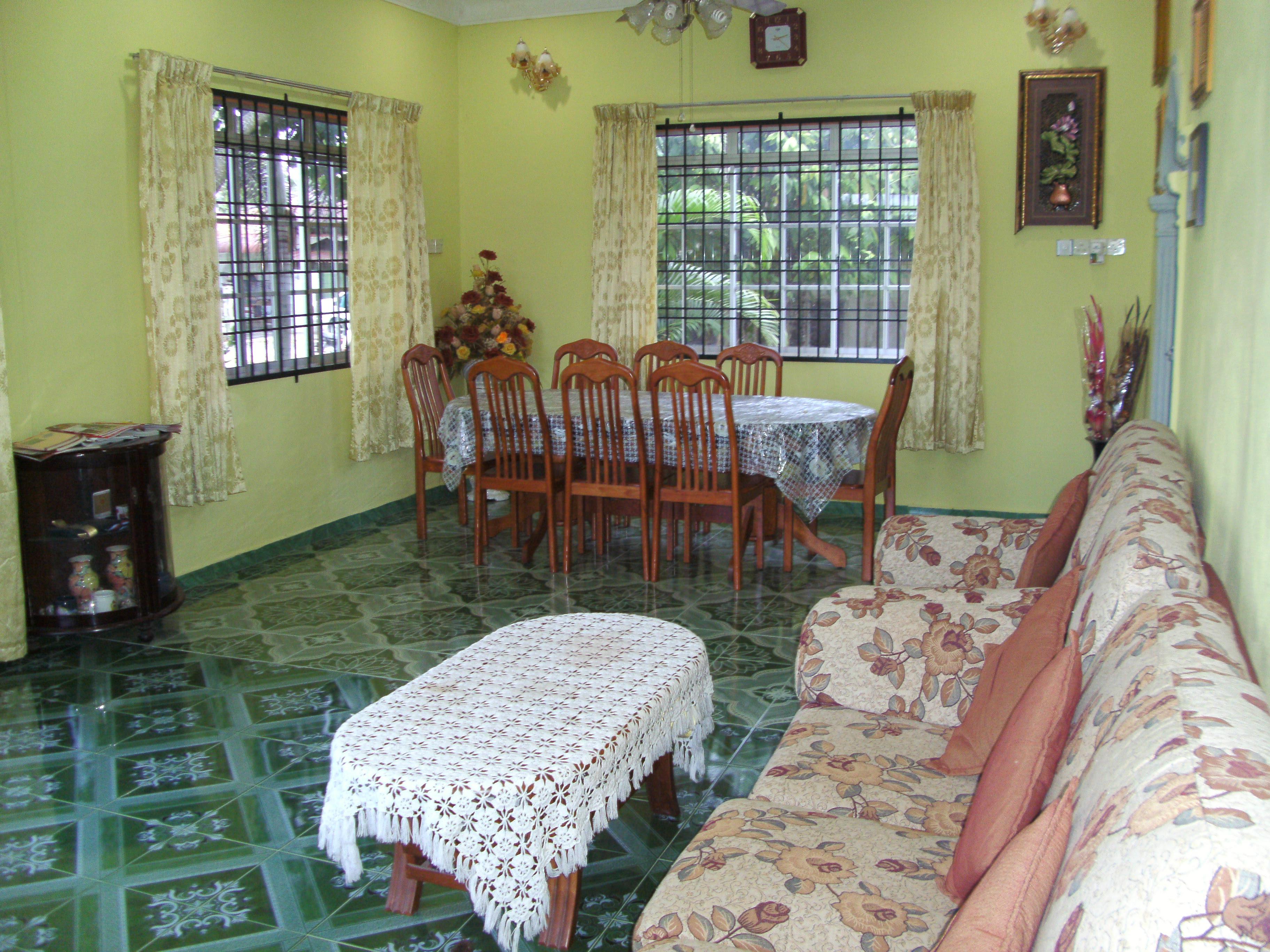 Gambar Ruang Tamu Rumah Flat Wallskid