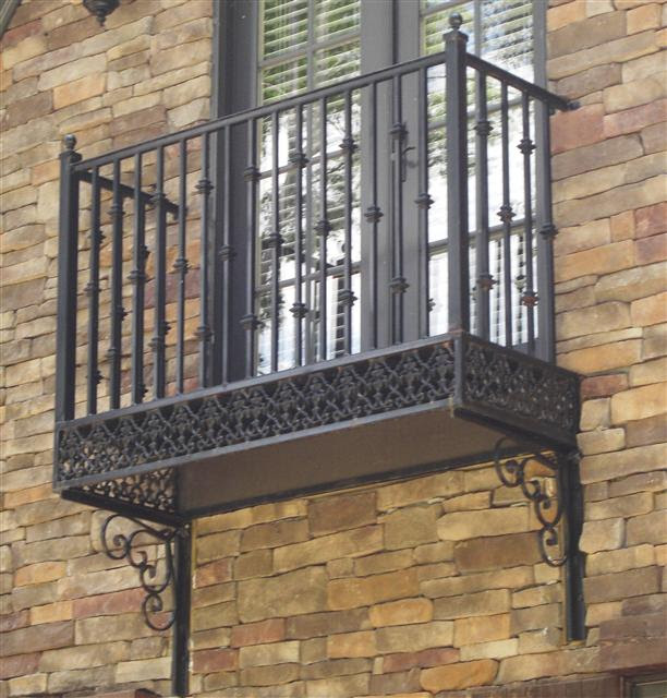 8 Outstanding and Economical Balcony Styles