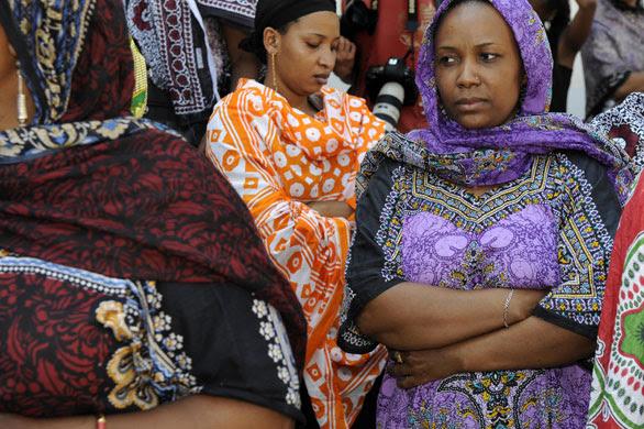 external image Comoros-Islands-women-dem-010.jpg