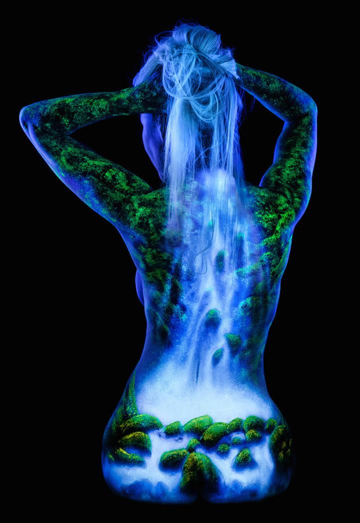perierga.gr - Απίθανη ζωγραφική στο σώμα που... φωτίζεται!