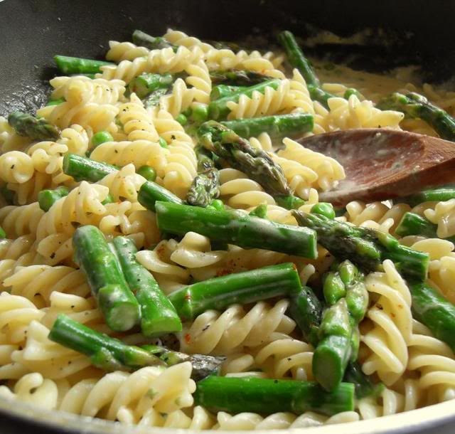 Pasta with Lemon Cream Sauce, Asparagus and Peas