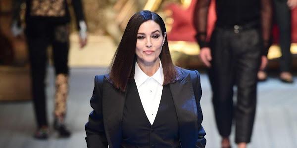 Monica Bellucci torna in passerella dopo 26 anni  a Milano per Dolce    Gabbana 87942cd3cc2